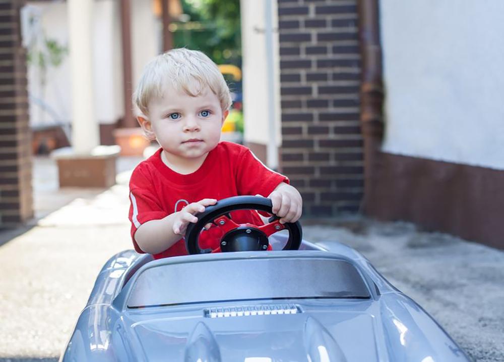enfant passion voiture