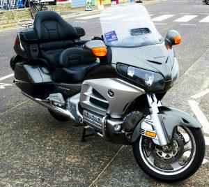moto avec un chauffeur